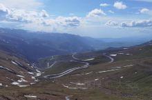 那拉提,是一个一年四季能见到雪山的醉美大草原,那拉提也称'世界上最美的草原。那拉提草原自古以来一直是
