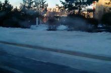 冬日的街道上有点冷清