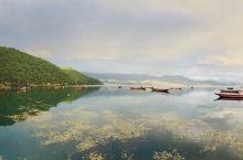 """【泸沽湖女神湾】 女神湾 的美丽传说 摩梭民间神话故事中,格姆与后龙原本是一对""""走婚""""的挚爱情侣,由"""