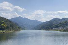 新安江在皖南段的风景,好似一幅长长的山水画卷...美不胜收!