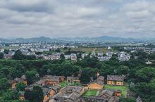 航拍赣州 | 换个角度看历史名城  赣州位于江西省南部,是江西三座国家历史文化名城之一,中国魅力城市