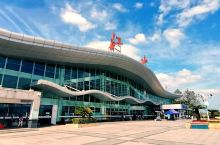 江山火车站,位于浙江省江山市,始建于1933年,已有80多年的历史。2014年,江山站改扩建完成,随