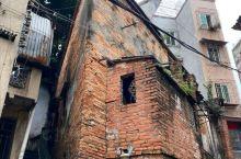 湛江赤坎老街不是一条街的名字,而是某一片街区的名字,这里沧桑陈旧的民居旧宅未经大规模拆除和翻修,社区