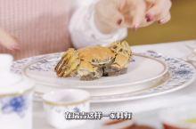 在瑞吉这样一家拥有百年品牌历史的酒店里,享用一顿蟹宴是什么感受呢?
