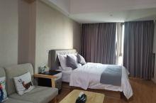 挺舒服的,很有家的感觉,住了两天,服务也不错,住酒店的流程特别方便,环境啥的都不错,很宽敞。有衣柜挂