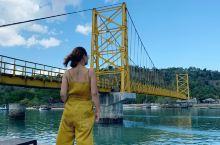 巴厘岛旅行 黄桥就是一座黄色的桥 被安排得明明白白…
