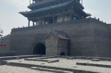 平遥古城南门城楼很壮观。
