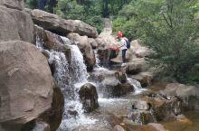 踏足山水间,娱情清泉边 上一次来五岳寨还是07年的时候,一晃13载悄然而过。当年只有我们俩,如今多了