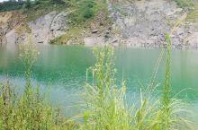 野外一池水