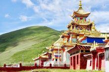 出了普兰县向北,到了一片尼玛堆藏经处,就是曲古寺的地界了。寺院是翻新建设过的红墙金顶,主殿还是三层楼