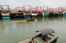 #北海怎么玩 在北海侨港渔货交易市场沿着环岛路绕岛走,看到的还都是渔船,到岛的最前端,竟然发现对面是