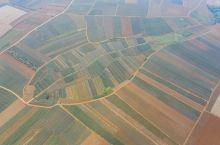 这里地貌较平广阔,色彩丰富,土地肥沃,农作物长势旺盛,还有菠萝的海之称,这里的人勤快,善良,憨厚。第
