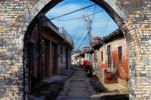 这里是历史上名噪一时的古镇,2500年无人问 这里是历史上名噪一时的湾头老街,地处扬州古茱萸湾,今作