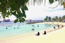 马累,亚州最小国家,四面环海。信奉伊斯兰教。保守、封闭。除了海岛度假外、女人不能有裸露的肌肤,海滩上