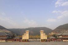 满城汉墓,位于保定市满城区陵山之上,是西汉中山靖王刘胜及其妻窦绾之墓。刘胜墓全长约52米,最宽处约3