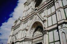 在佛罗伦萨游览其实并不是很难的一件事,以中央火车站(SMN)为起点,车站对面就是游客咨询中心,在这里