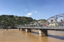 网红黄河第一桥。中山桥。打个卡拍个照。如果有时间的朋友可以顺便去白塔山公园看一下黄河母亲的雕塑。或者