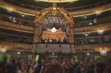 自1859年落成以来,老马林斯基剧院就在俄罗斯芭蕾舞界具有举足轻重的地位,整个观演厅的座位按照意大利