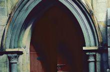 福州烟台山—石厝教堂,位于福州仓山区烟台山乐群路22号。石厝教堂(圣公会约翰堂),是福州最早创办也