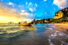 普吉岛的夏天永不停歇,那里有碧蓝碧蓝、清澈见底的海水;有着世界上最细腻的、白白的犹如胡椒面般的沙滩;