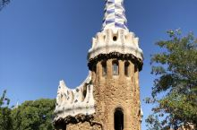 奎尔公园位于西班牙巴塞罗那市区市北,建于1900-1914年,并被联合国教科文组织列入世界文化遗产。