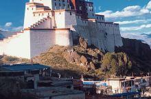 西藏日喀则市区的小布达拉宫