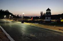 野三坡风景区,位于河北省涞水县境内,距北京100余公里。风景区的面积达460平方公里,分为6个景区,