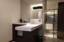 看了很久,还是选择了这家酒店,不管是装修风格还是服务都是非常的好,在绵阳算得上好的了,里面的设施设备