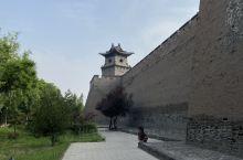 平遥古城北门城墙附近景色。