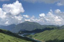 #网红打卡地 这里是桂林的天湖,非常的美,蓝天和高山湖水相映成趣,这里的景色堪比瑞士。强烈推荐去感受