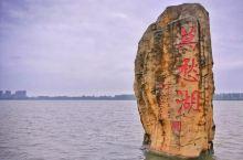 漳河,位于湖北省中部,地处荆门、宜昌、襄阳三市交界处,背靠金山,面向江汉平原,总面积400平方公里,