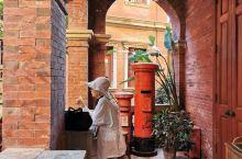 """鼓浪屿上售卖伴手礼的店家非常多,但有一家很特别,名为""""新四海"""",开在百年别墅——李家庄之中。  漳州"""