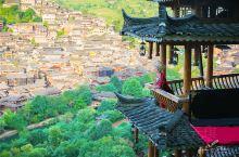 西江千户苗寨,用美丽征服旅人  在苍莽的雷公山麓深处,藏着西江千户苗寨。它是领略和认识中国苗族漫长