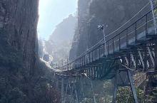 西海地轨缆车 峡谷里的一字长龙