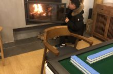 房间宽敞,卫生整洁,前台小帅哥特别热情,冬日里壁炉麻将,实在太适宜
