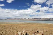 哲古错地处西藏山南地区措美县境内的哲古村,远看哲古错并不漂亮,但当我们来到湖边的时候又觉得非常的好玩