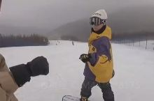 滑雪的精神小伙
