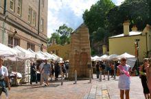 繁华热闹的商业区,悉尼岩石街头。