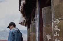 都说西藏之美,缘起山南。  西藏历史上第一座宫殿:雍布拉康;西藏第一座剃度僧人出家的寺庙:桑耶寺;三