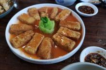 廉江的山姜头鸡汤非常有名,还有皖鱼和豆腐,味道都很好