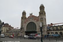 从维也纳很顺利的一路火车辗转抵达捷克首都布拉格,通过电话联系,酒店来接我们的车早就恭候我们到达中央火