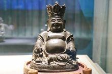 在奉化怎么少得了弥勒文化呢?奉化雪窦山毕竟是五大佛教名山弥勒佛的道场,传说布袋和尚是五代时期的奉化人