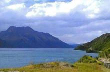 瓦纳卡湖位于新西兰南岛的奥塔哥区,被高高的山脉包围,是新西兰第四大湖泊。瓦纳卡湖地带未经破坏,仍然保