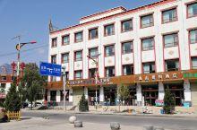天堂镇,青海一个海拔3000的藏县,拥有年份久远的天堂寺,只有一条街道的小县城干净整洁得意外,娃娃在