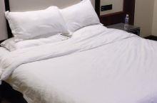 还不错,燃情岁月大床房,有早餐种类很多,服务也很好!