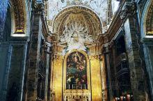 ''圣王路易教堂''位于罗马市中心,距离纳沃纳广场非常近,从圣奥古提诺广场走过拱门往左走3分钟就到,