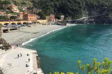 意大利的海边,微风、沙滩、美酒,还有沐浴阳光的美女