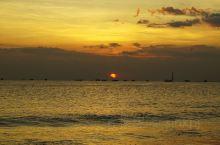 金巴兰的海鲜、日落和沙滩