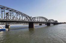 鸭绿江,断桥旁!