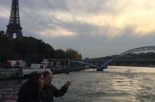 塞纳河上看埃菲尔铁塔